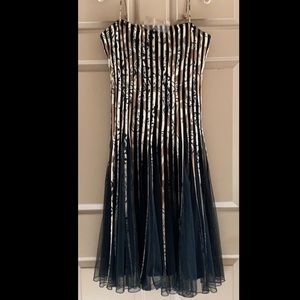 MAKE AN OFFER‼️JS Collections Formal Dress Size 14